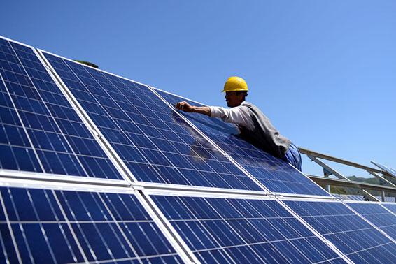 (晚报)(1)河北承德:发展光伏发电 推广清洁能源